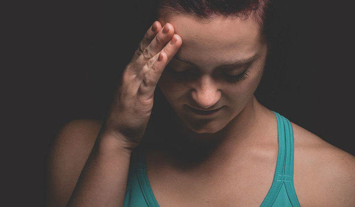 اعراض السيلان عند النساء وأسبابه، وكيف يمكن تشخيصه وعلاجه؟