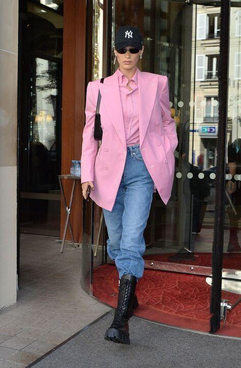 أجمل إطلالات بيلا حديد في أزياء الشارع