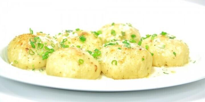 هنتعشى إيه النهاردة .. لفائف بطاطس بالجبنة وسلطة يوناني وعصير مانجو بالزبادى