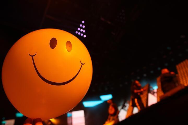 يوم الابتسامة العالمي: كيف بدأ العالم يحتفل به؟