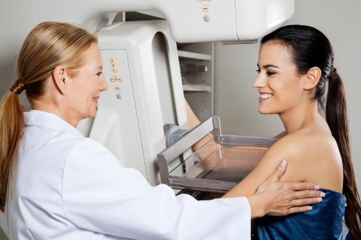 طبيب: تكبير الثدي بحقن الدهون الذاتية آمن جدا