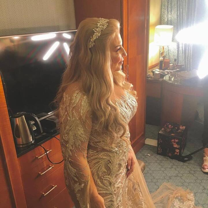 صور جديدة من زفاف شقيقة ملك قورة كشفت فساتين النجمات بوضوح..من الأجمل؟