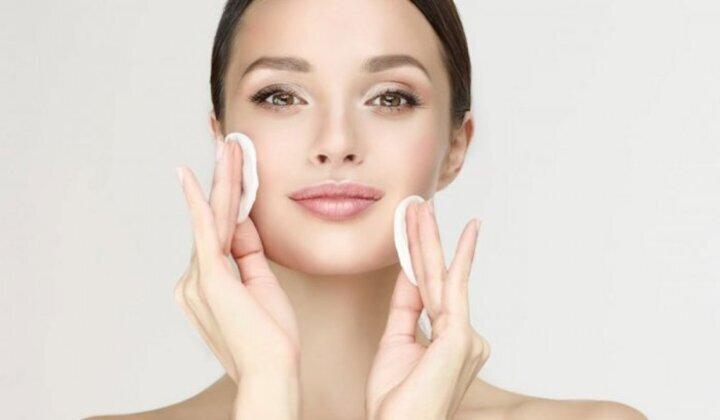 طريقة التخلص من قشور الوجه بعد التقشير الكيميائي