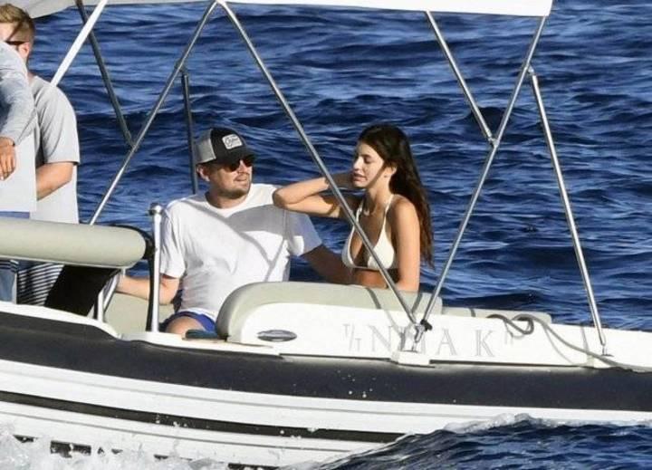 ليوناردو دي كابريو في إجازة مع حبيبته على متن يخت فاخر في أوروبا
