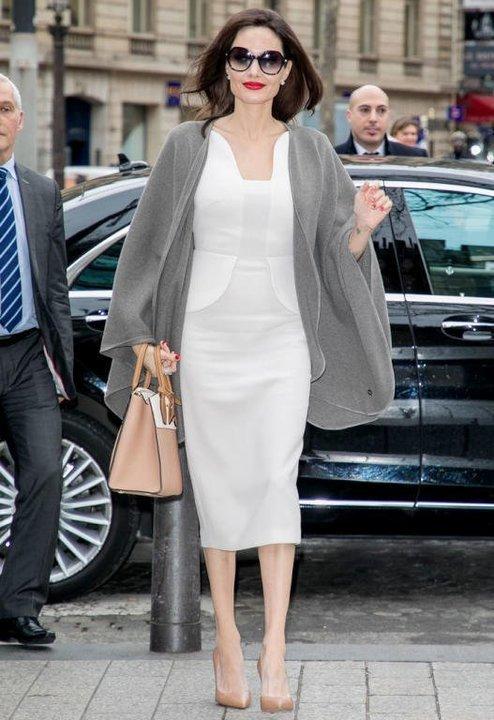 أنجلينا جولي تستبدل الأسود بالأبيض شاهدي أناقتها الراقية