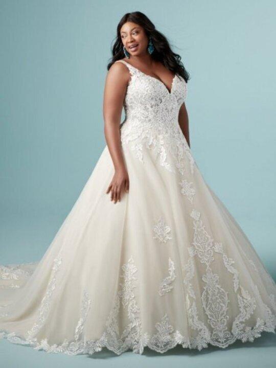 للعروس الممتلئة... اختاري فستان زفاف بهذه الشروط