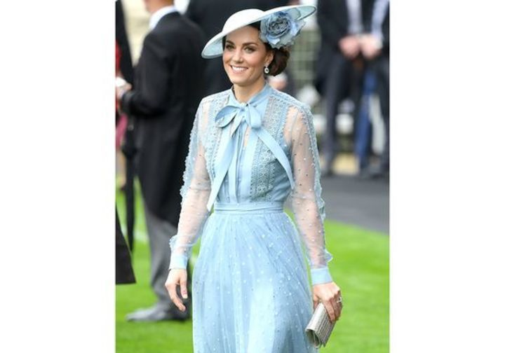 كيت ميدلتون تتألق للمرة الأولى بفستان من تصميم إيلي صعب