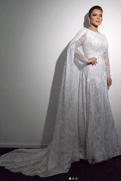 فساتين النجمات بصيحة الكاب تلهم العروس بإطلالة راقية