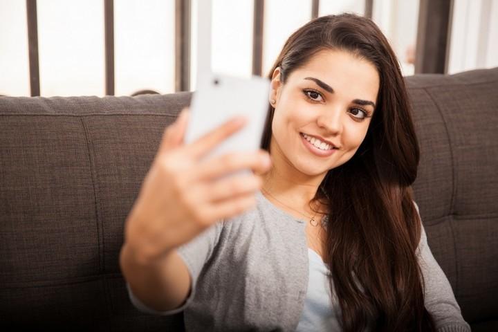 كيف تبدين جميلة في صور الموبايل