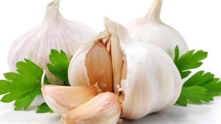 فوائد تناول الثوم.. 4 نصائح للعناية بشعر صحى