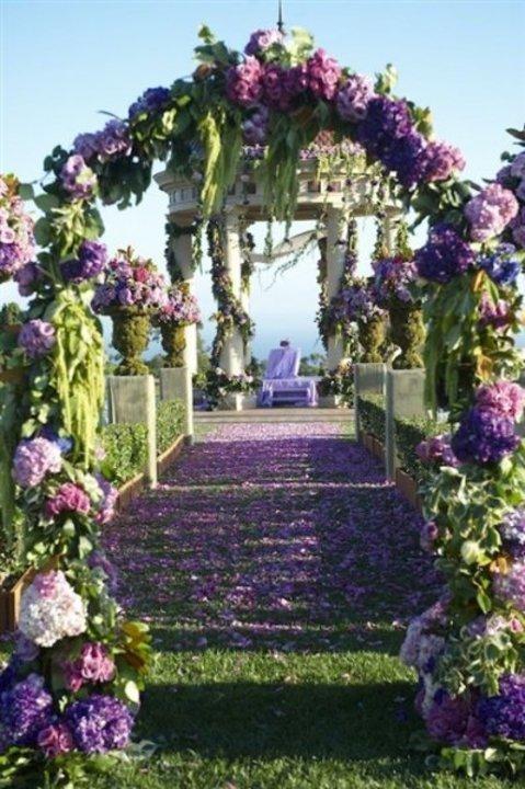 لأناقتك.. أفكار مبتكرة لتزيين مداخل حفلات الزفاف 2019 (صور)