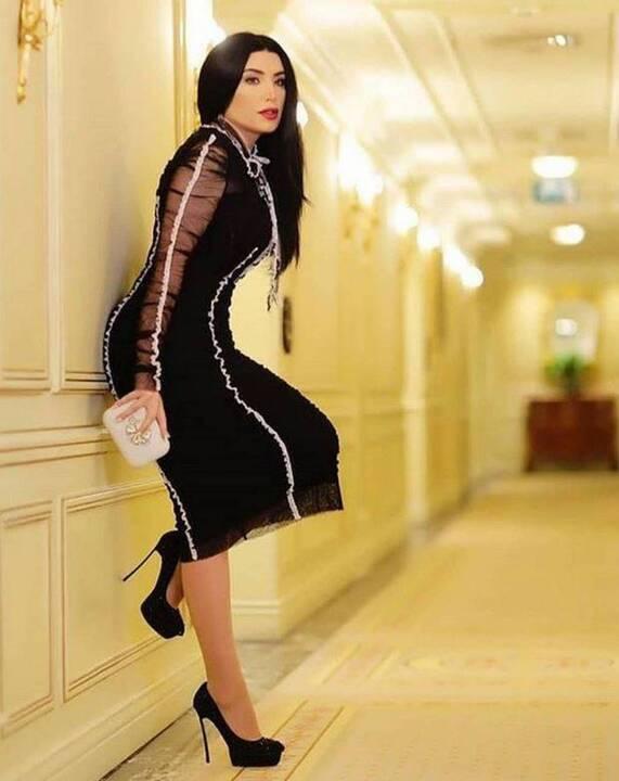 بالصورة – عبير صبري تحدث ضجة بملابسها الشفافة