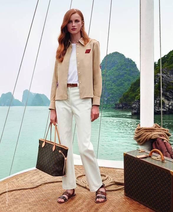 تفصيل فاخر يجعلك تعيشين حلم السفر مع Louis Vuitton بكامل أناقتك