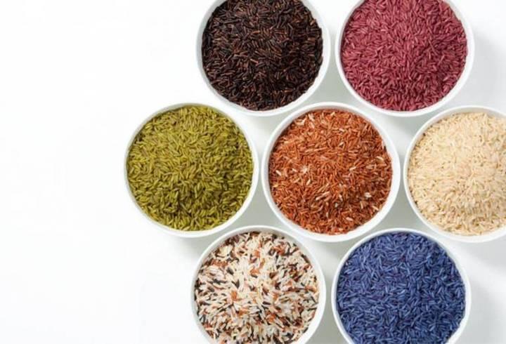 طرق سهلة جداً لتحضير الأرز الملون بمكونات طبيعية