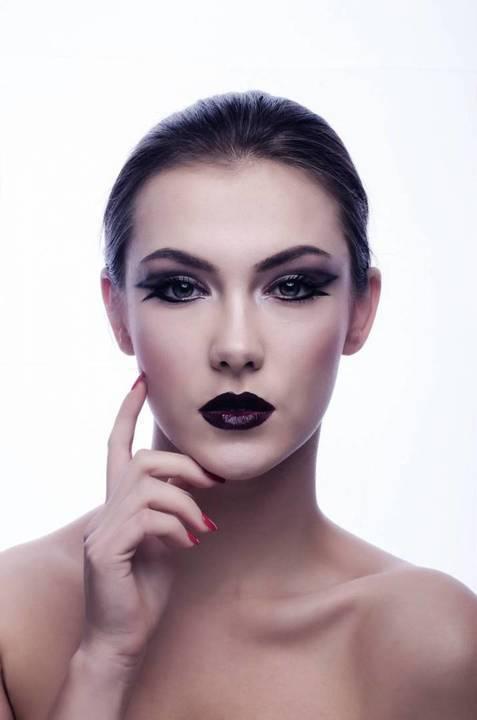 ما المكوّنات الخمس المثيرة للجدل في مستحضرات التجميل؟