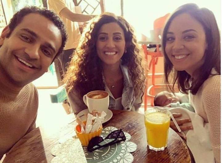 بالصور – شاهدوا كيف أصبحت دينا الشربيني نسخة عن زوجة عمرو دياب
