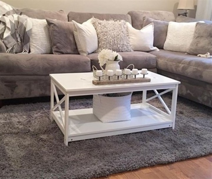بالصور... زيّني طاولة غرفة المعيشة بأجمل الطرق!