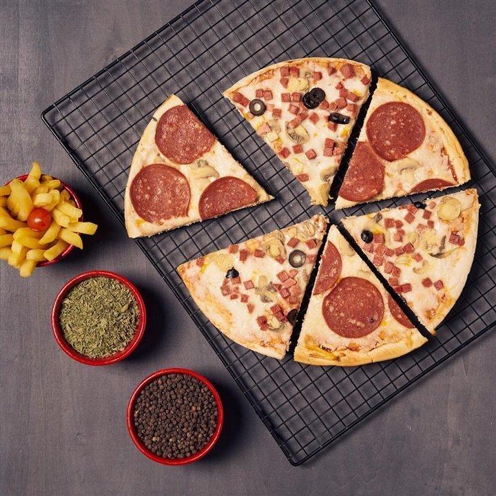 طريقة تحضير بيتزا البيبروني بدون عجين