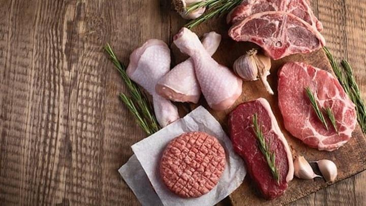 ليست اللحوم فقط.. الدواجن والأسماك تسبب ارتفاع الكوليسترول