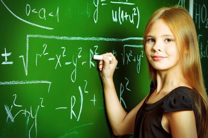 علامات الذكاء الشديد عند الفتيات.. تعرفي عليها