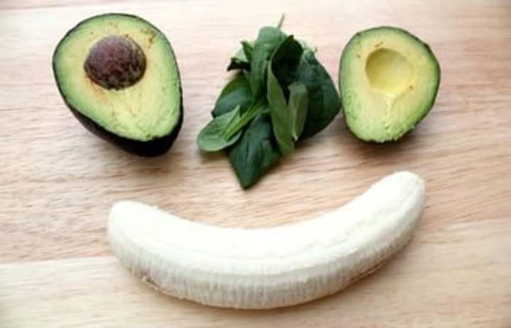 دراسة: الموز والأفوكادو يقيان من السكتات القلبية