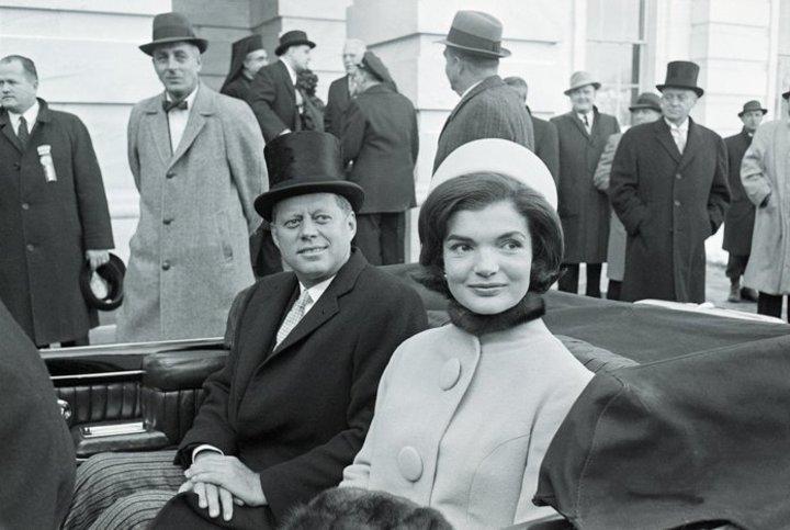 ميغان تثير موجة إنتقادات.. بسبب قبعة إستوحتها من أسلوب جاكلين كينيدي
