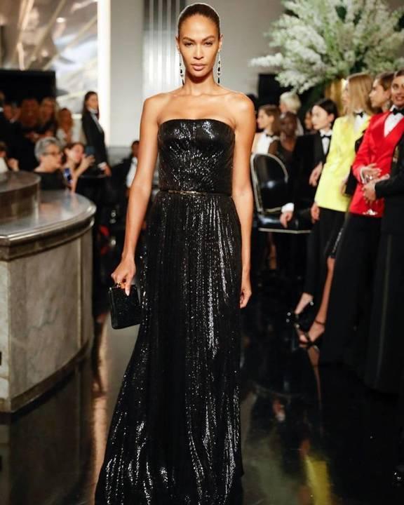 جيجي حديد تفتتح عرض أزياء رالف لورن في نيويورك!