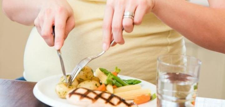 دراسة: الوزن الزائد خلال الحمل خطر عليك وعلى الجنين
