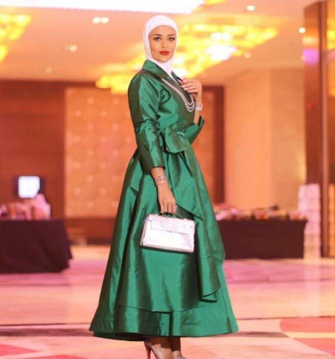 7fd683ffa تنسيق الحجاب مع الملابس باللون الاخضر للاحتفال باليوم الوطني السعودي