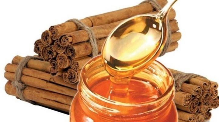 افضل المكونات الطبيعية للتخلص من الحبوب تحت الجلد