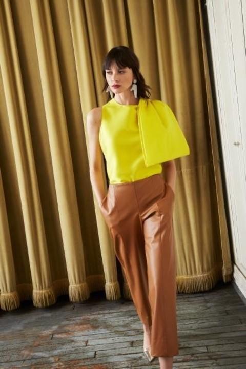 موضة اللون الاصفر ترسم مجموعات أزياء ريزورت 2020 ونصائح لتنسيقه