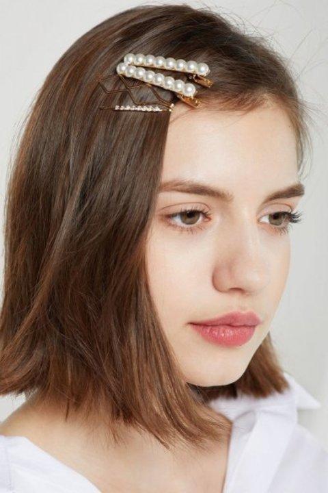 صور تسريحات شعر مزينة باللؤلؤ