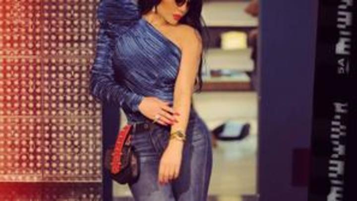 صور هيفاء وهبي تشعل جنون الموضة بفستان مضيء بلمبات ملونة