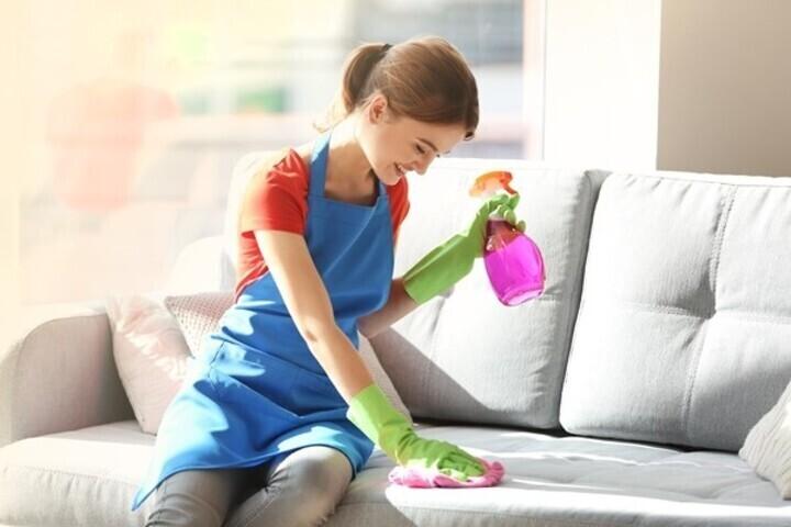 خطوات تنظيف قماش كنب الصالون
