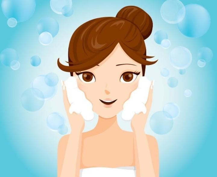 5 وصفات مميزة لتقشير وتبييض البشرة في المنزل