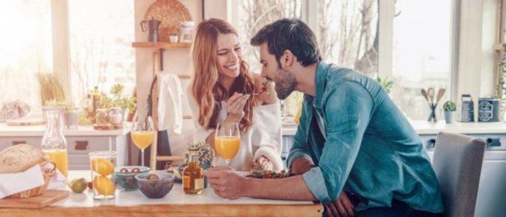 10 افكار رومانسية لاستقبال الزوج