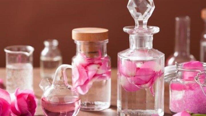 لـ بشرة أجمل .. فوائد رائعة لـ زيت الورد