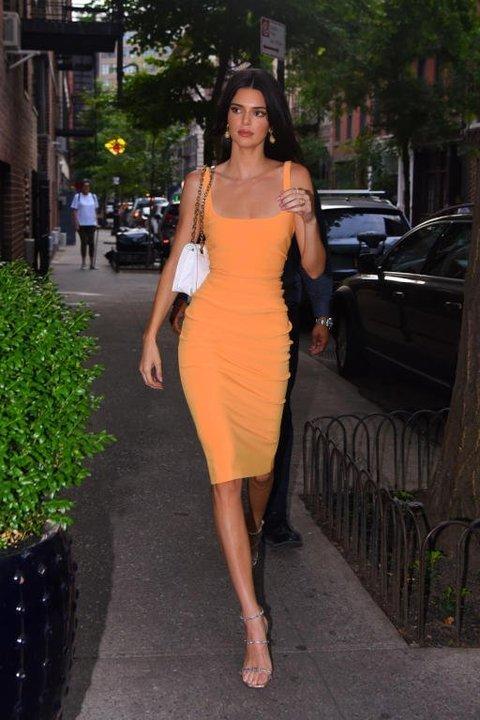 نجمات هوليوود يتألقن بفساتين آخر موضة هذا الصيف