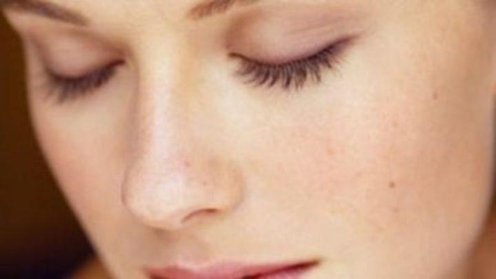 12 علاج للبشرة الدهنية