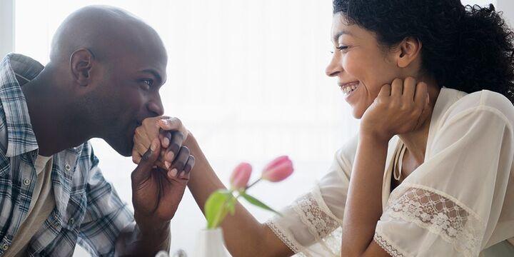 صفات يحبها الرجل في خطيبته