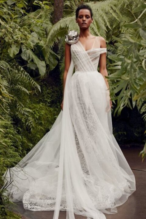 صور فساتين زفاف كتف واحد للعروس العصرية 2020