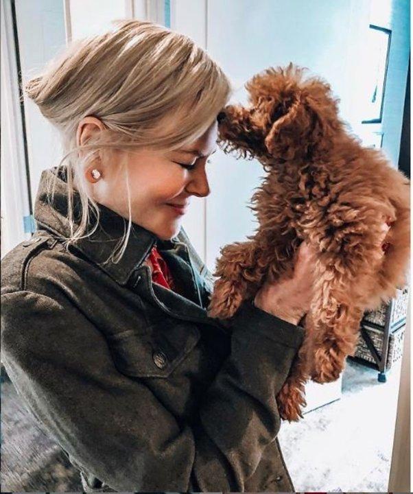 بـ البالطو.. نيكول كيدمان تنشر صورا حديثة مع كلبها الجديد