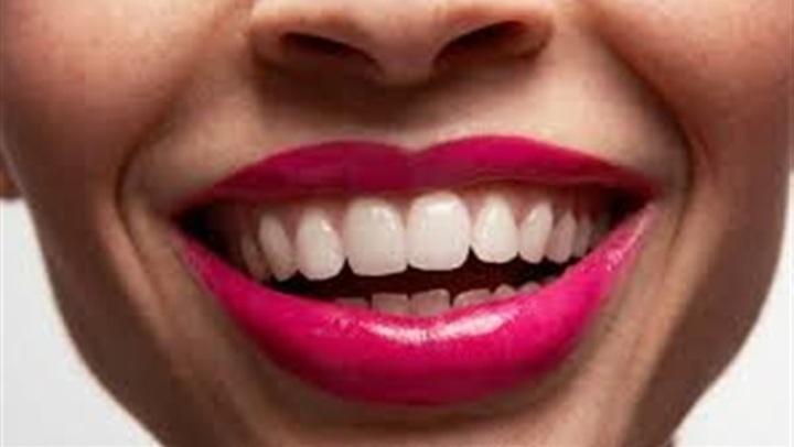 الشاي والوجبات السريعة .. عادات تضر سلامة الأسنان