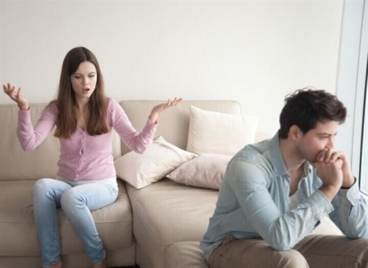 كيف تتعامل مع زوجتك إذا كانت لا تقدّر ظروفك المادية؟