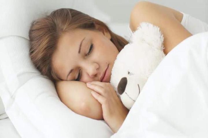 دراسة تربط بين طول فترة النوم وزيادة خطر التعرض للكسور