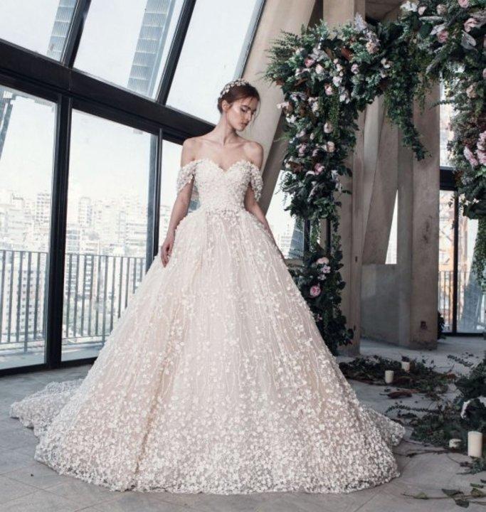 صور فساتين زفاف مطرزة بالورد لعروس 2019