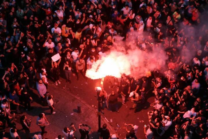 الشعب يريد إسقاط النظام
