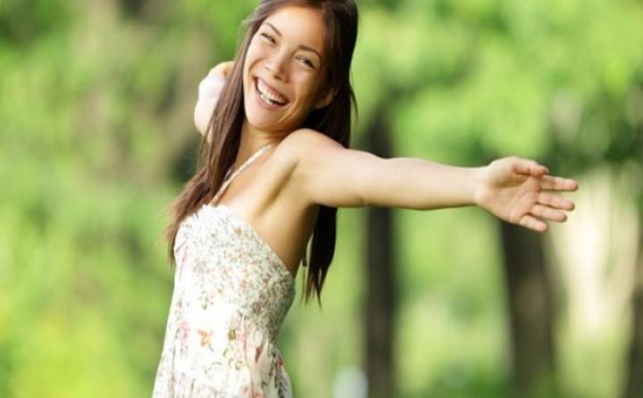 النساء غير المتزوجات أكثر سعادة