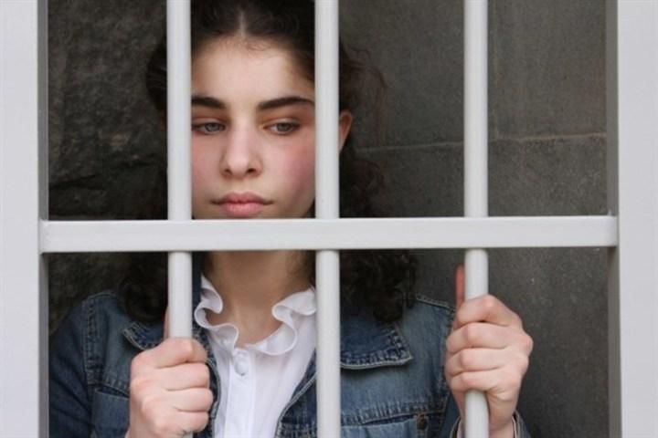 للعزباء... هل يجب أن تقلقي من رؤيتك دخول السجن في منامك؟
