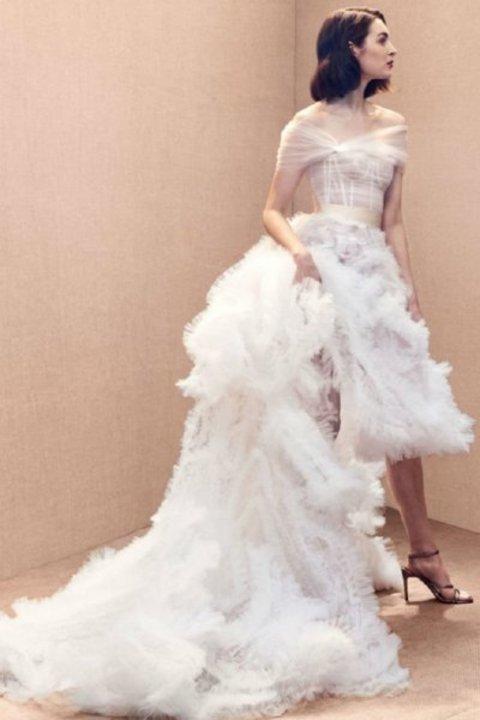 صور اغرب فساتين زفاف من اسبوع الموضة العرائسي 2020